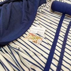Вискоза синяя полоска на белом, синий стрейч-кулир, бейка-резинка темно-синяя и резинка-кружево темно-синяя